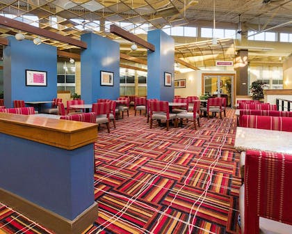 Breakfast sitting area | Comfort Inn & Suites Airport