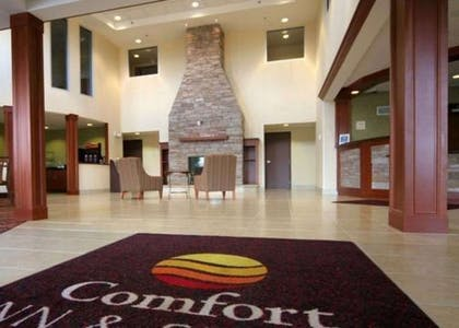 Saratoga Springs hotel lobby with sitting area | Comfort Inn & Suites
