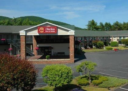 Hotel exterior | Clarion Inn & Suites at the Outlets of Lake George