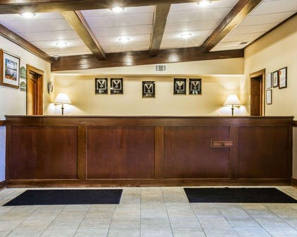 Front desk | Clarion Inn & Suites at the Outlets of Lake George
