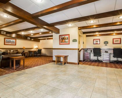 Spacious lobby | Clarion Inn & Suites at the Outlets of Lake George