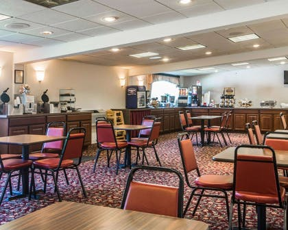 Breakfast counter | Clarion Inn & Suites at the Outlets of Lake George