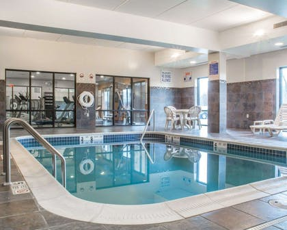 Indoor heated pool | Comfort Suites Cicero - Syracuse North