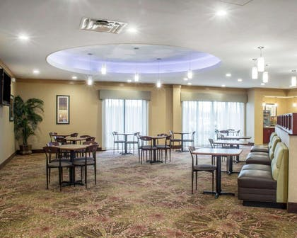 Breakfast area | Comfort Suites Cicero - Syracuse North