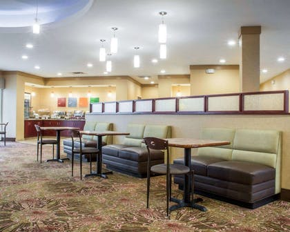 Enjoy breakfast in this seating area | Comfort Suites Cicero - Syracuse North
