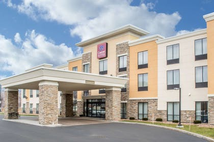 Hotel entrance | Comfort Suites Cicero - Syracuse North