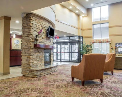 Lobby with sitting area | Comfort Suites Cicero - Syracuse North