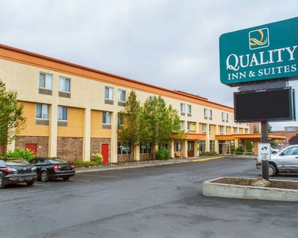 Quality Inn & Suites Riverfront hotel in Oswego, NY   Quality Inn & Suites Riverfront