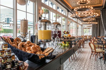 Breakfast area | Curtiss Hotel, An Ascend Hotel Collection Member