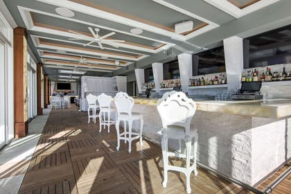 Rooftop bar | Curtiss Hotel, An Ascend Hotel Collection Member