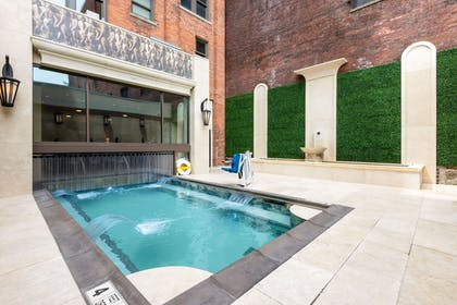 Outdoor pool | Curtiss Hotel, An Ascend Hotel Collection Member