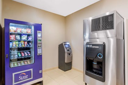 Hotel vending area | Sleep Inn & Suites Middletown - Goshen