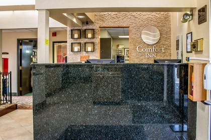 Front desk | Comfort Inn East