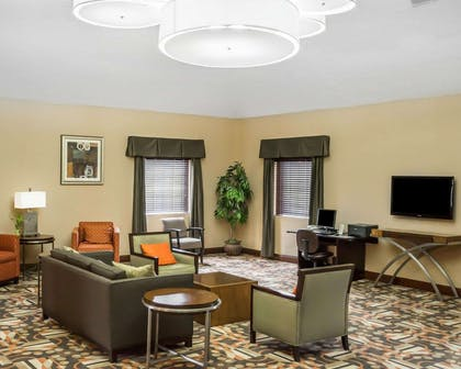 Lobby with sitting area | Comfort Inn & Suites Eastgate