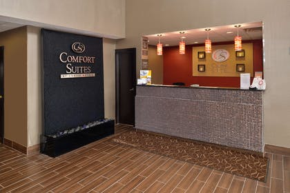 Front desk with friendly staff | Comfort Suites Columbus