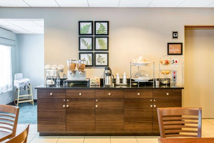 Breakfast counter | Sleep Inn And Suites Oregon