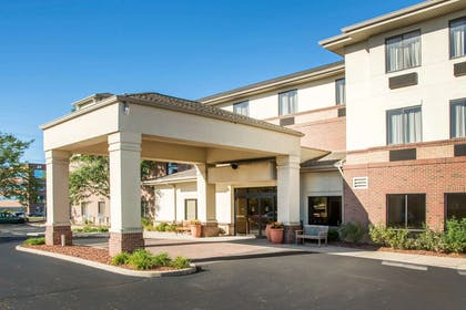 Hotel near popular attractions | Comfort Inn & Suites West Chester - North Cincinnati
