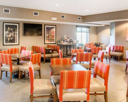 Breakfast area | Comfort Inn & Suites West Chester - North Cincinnati