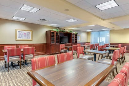 Enjoy breakfast in this seating area | Comfort Suites Findlay I-75