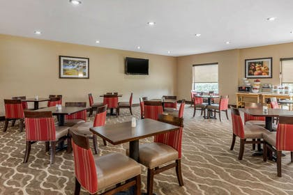 Breakfast area | Comfort Suites Wright Patterson