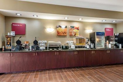 Breakfast counter | Comfort Suites Wright Patterson
