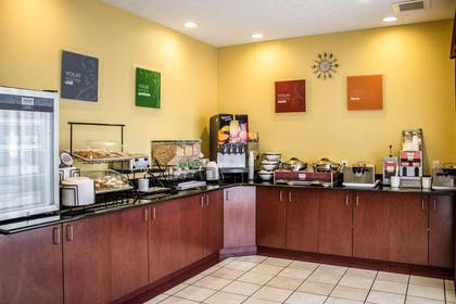 Breakfast counter | Comfort Inn & Suites Kent - University Area