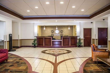 Spacious lobby | Comfort Inn & Suites Kent - University Area