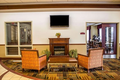 Lobby with sitting area | Comfort Inn & Suites Kent - University Area