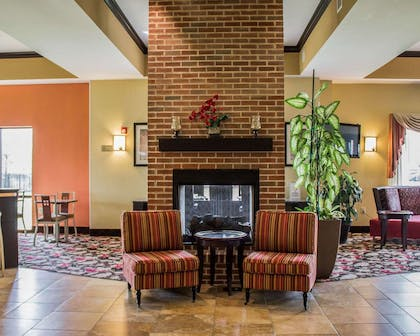 Lobby with fireplace | Comfort Suites East Broad at 270