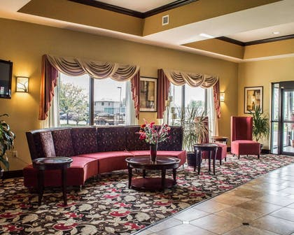 Spacious lobby with sitting area | Comfort Suites East Broad at 270