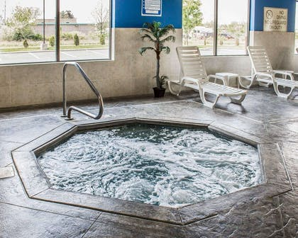 Indoor pool with hot tub | Comfort Suites East Broad at 270