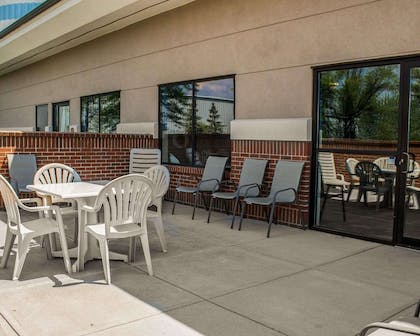 Relax on the hotel patio | Comfort Suites East Broad at 270