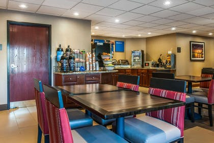 Breakfast area | Comfort Inn East