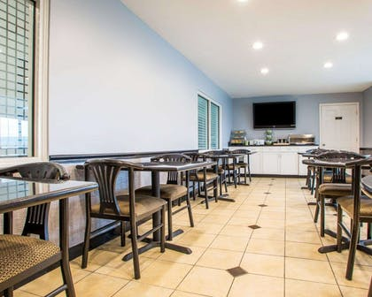 Enjoy breakfast in this seating area | Quality Inn & Suites North/Polaris