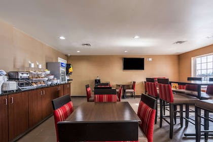 Breakfast area | Comfort Inn & Suites Dayton North