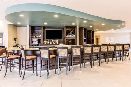 Cocktail lounge | Cambria Hotel Cleveland Avon