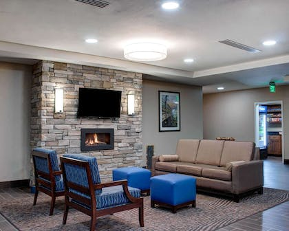 Artistically appointed guest room | Comfort Inn & Suites