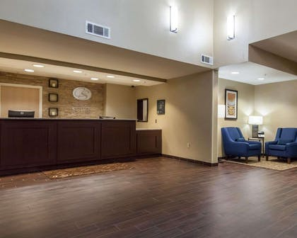Hotel lobby | Comfort Suites Central/I-44