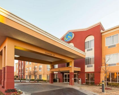 Hotel near airport | Comfort Suites Central/I-44