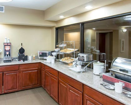 Hot and cold breakfast buffet | Comfort Suites Idabel