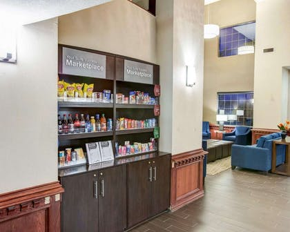 Lobby with marketplace | Comfort Suites Idabel