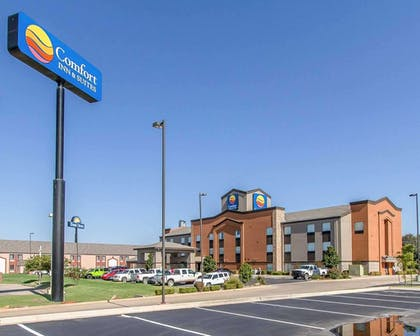 Hotel exterior | Comfort Inn & Suites Pauls Valley - City Lake