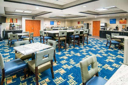 Free continental breakfast | Comfort Inn & Suites Pauls Valley - City Lake