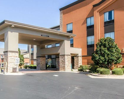 Hotel entrance | Comfort Inn & Suites Pauls Valley - City Lake