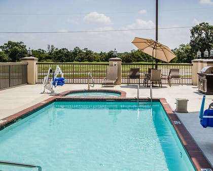 Outdoor pool with hot tub | Comfort Suites McAlester