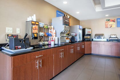Free hot breakfast | Comfort Inn & Suites Norman near University
