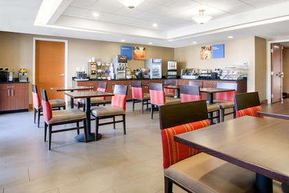 Breakfast area | Comfort Inn & Suites Norman near University