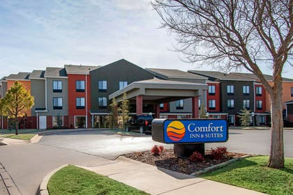 Hotel exterior | Comfort Inn & Suites Norman near University