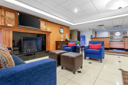 Hotel lobby | Comfort Inn & Suites Norman near University