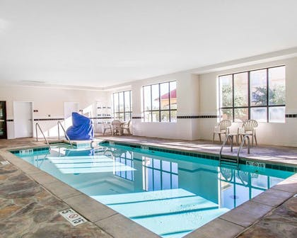Indoor pool | Comfort Inn & Suites Shawnee North near I-40
